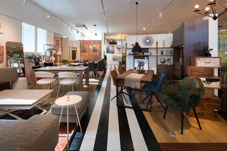 リビングハウスの店内1、新潟のインテリアショップ・家具屋さん