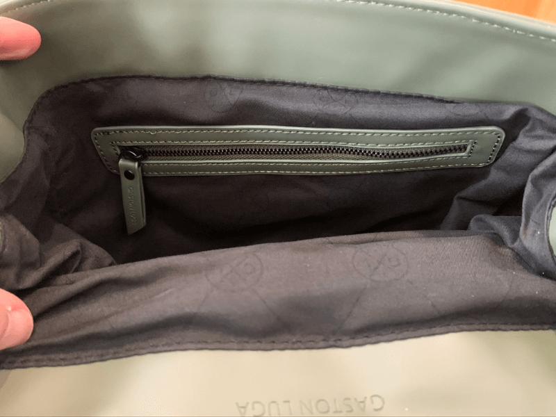 ガストンルーガのSPLASHレビュー、ジップ付きの内ポケット