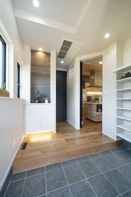 モデルハウス玄関、新潟の家づくりで吉川建築(yoshikawa architecture)はお勧めできるか